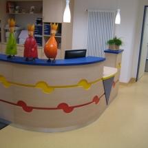 Schreinerei-Himmelsbach-Arbeiten-Schreinerei-Himmelsbach-Empfangstheke-Arztpraxis