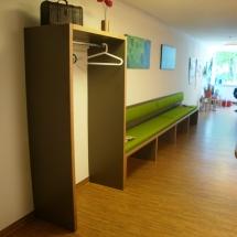 Schreinerei-Himmelsbach-Arbeiten-Schreinerei-Himmelsbach-Garderobe-mit-Wartebereich