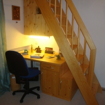 Schreinerei-Himmelsbach-Arbeiten-Schreinerei-Himmelsbach-Schreibtisch-unter-Treppe
