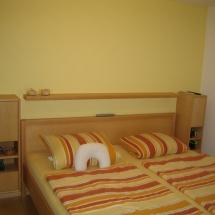 Schreinerei-Himmelsbach-Schlafen-Doppelbett-hohe-Nachtkästchen