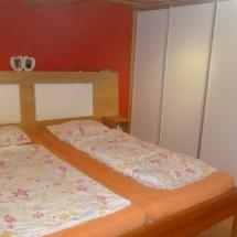 Schreinerei-Himmelsbach-Schlafen-Doppelbett-mit-Polster