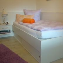 Schreinerei-Himmelsbach-Schlafen-Einzelbett-Bettkasten-weiß