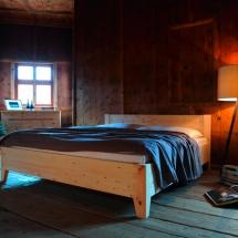 Schreinerei-Himmelsbach-Schlafen-Forcher-Zirbenholz-Bett